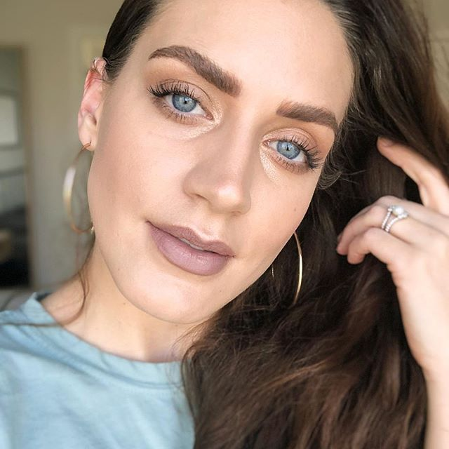 Brushes eyebrows, doesn't brush hair 😜 #browsonfleektho . . . . #adashofsalter #blog #beautyblogger #beautyinspiration ##makeup #makeupartist #makeupaddict #makeuplover #makeupjunkie #makeuptutorial #makeupforever #makeupbyme #makeupoftheday #makeuplook #makeupart #makeupblogger #makeuplove #maskcarabeauty #maskcaraartist #maskcaramakeup #creammakeup #minimalmakeup #custompalette #makeupvideos #versatilemakeup #browgame #beautyqueen #beautycare #beautyaddict
