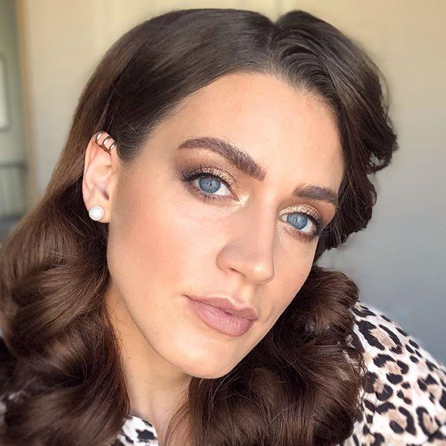 Neutral + glitter GLAM ✨ for date night tonight! Live video of this eyeshadow over on my @adashofsalter profile! . . . . #adashofsalter #blog #beautyblogger #beautyinspiration ##makeup #makeupartist #makeupaddict #makeuplover #makeupjunkie #makeuptutorial #makeupforever #makeupbyme #makeupoftheday #makeuplook #makeupart #makeupblogger #makeuplove #maskcarabeauty #maskcaraartist #maskcaramakeup #creammakeup #minimalmakeup #custompalette #makeupvideos #versatilemakeup #howtovideo #beautyqueen #beautycare #beautyaddict #beautyful