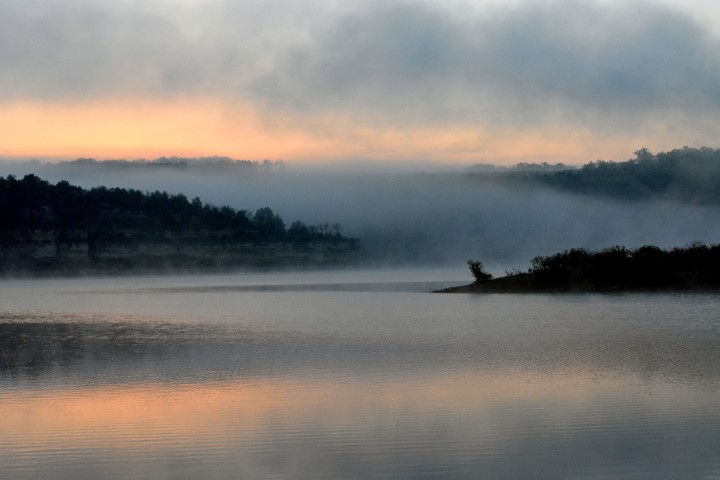 almost sunrise on bull shoals at drury muncy ca (Small).jpg