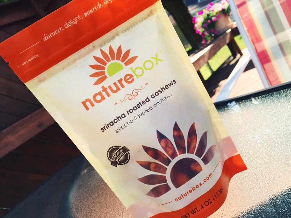 sriracha-roasted-cashews-naturebox