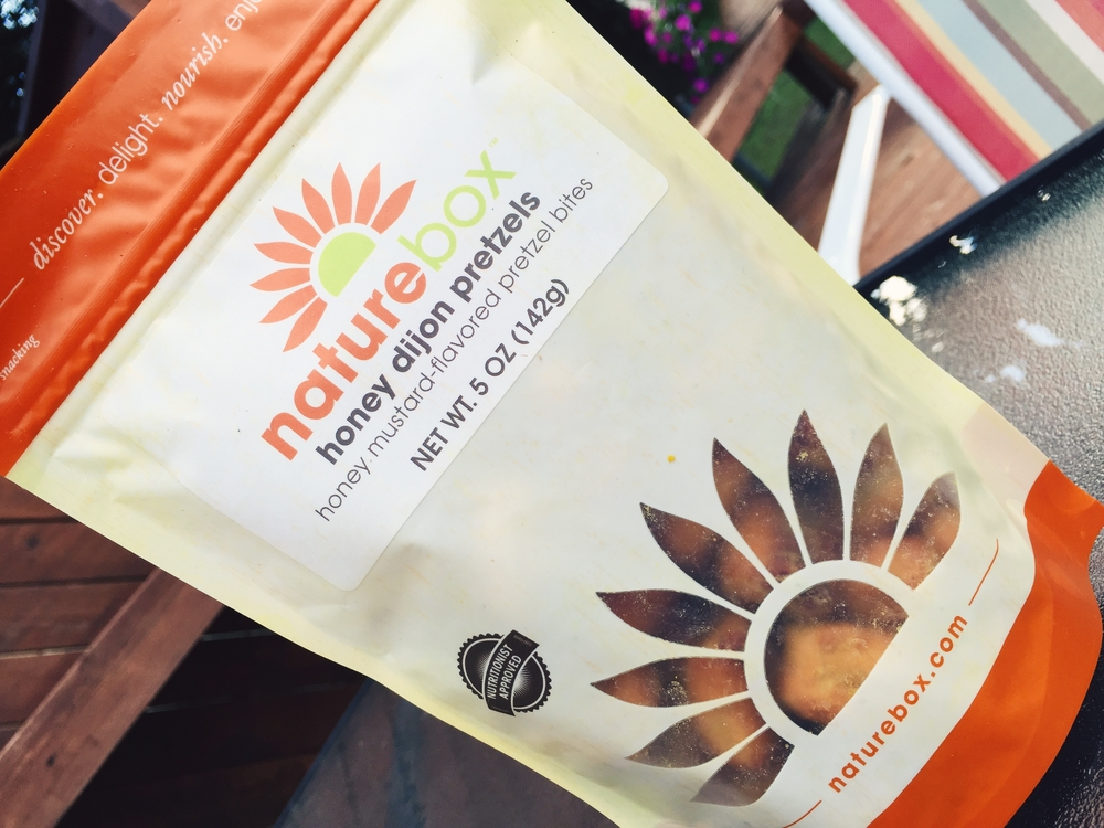 honey-dijon-pretzels-naturebox