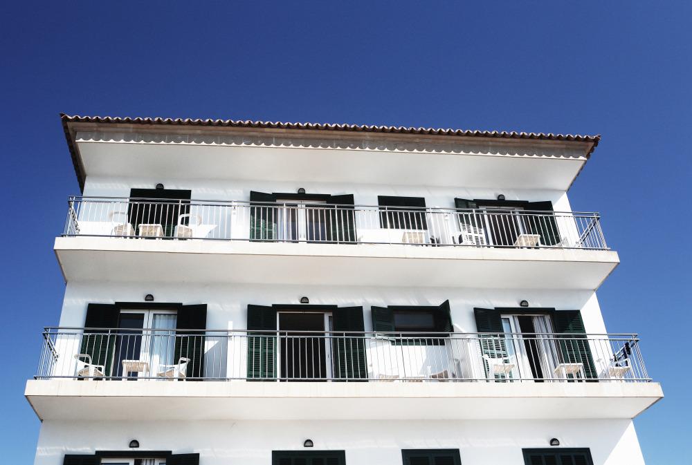 public-domain-images-free-stock-photos-palma-fruits-sun-apartments-white-building-1000x673.jpg