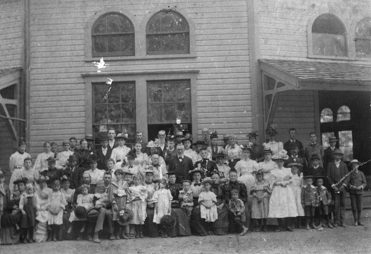 Group photo from the Thompson Memorial Presbyterian Church congregation picnic at Deer Park in 1896.