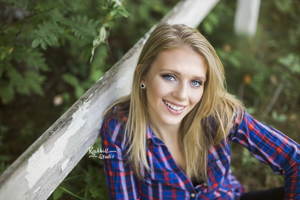 marquette-senior-photogrpahy-girl-blue.jpg