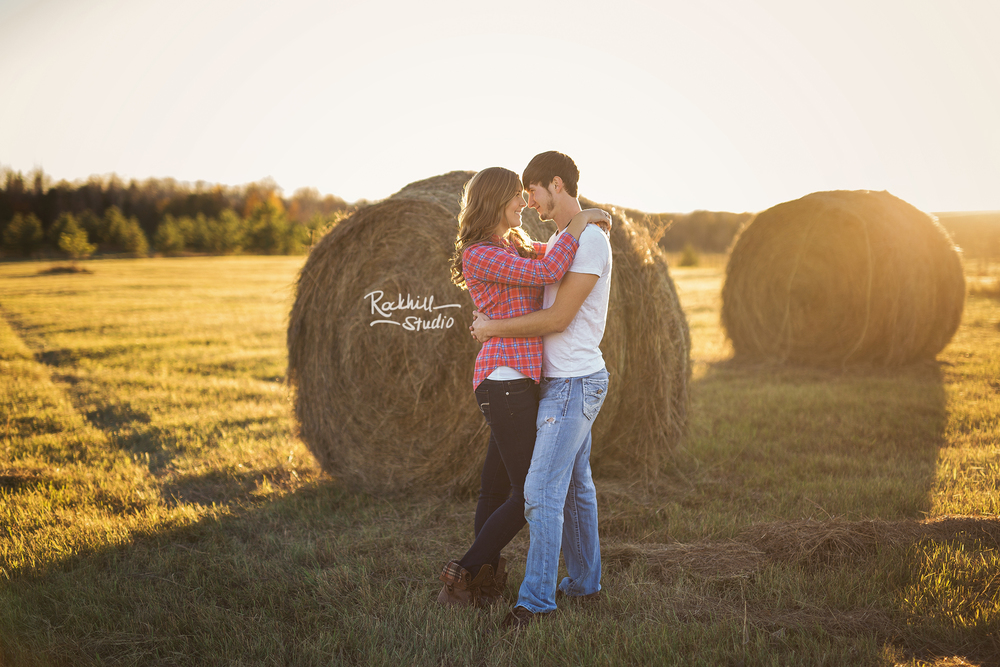 escanaba-engagment-photographer-wedding-couple-field-sunset.jpg