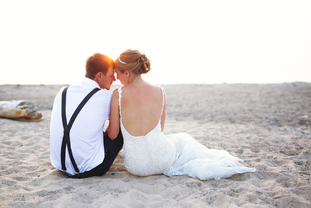 grand-marais-wedding-photography-lake-superior-copule-sunset-upper-peninsula-michigan.jpg