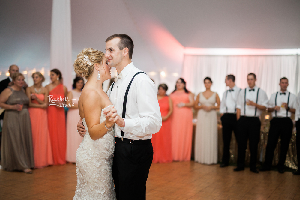 marquette-wedding-photographer-lankdmark-inn-first-dance-bride-groom.jpg