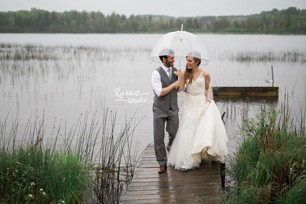 upper-peninsula-wedding-photography-rockhill-studio-newberry-rain-umbrella.jpg