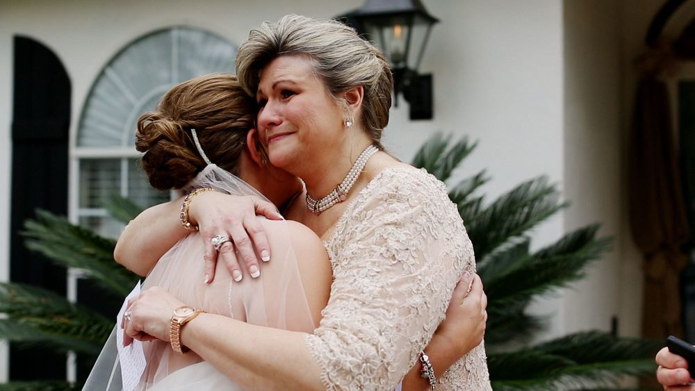 Aimee & her mom shared a sweet moment before leaving for the ceremony.