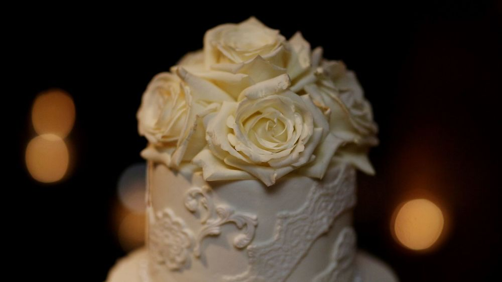We love how the cake mimicked the lace on Karrah's dress.