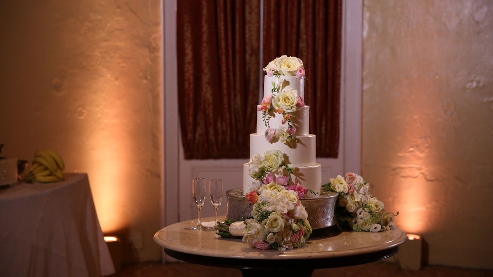 Melissa's Fine Pastries  did a fabulous job on Tanya's classic, timeless wedding cake.
