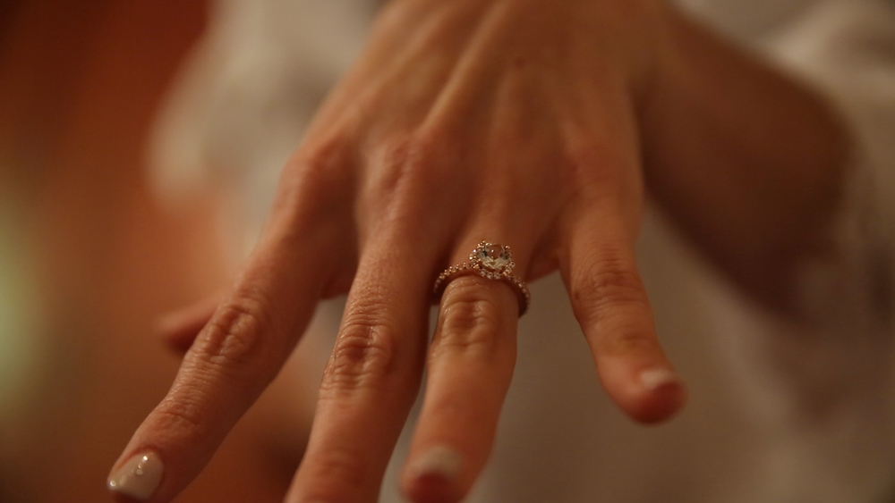 Scott surprised Leah with a new ring on their wedding day.