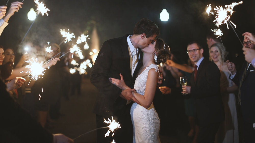 Destination Wedding Videography_Bride Film_Houmas House Plantation_sparkler exit wedding