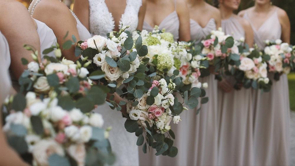 Destination Wedding Videography_Bride Film_Houmas House Plantation_bridesmaids bouquet