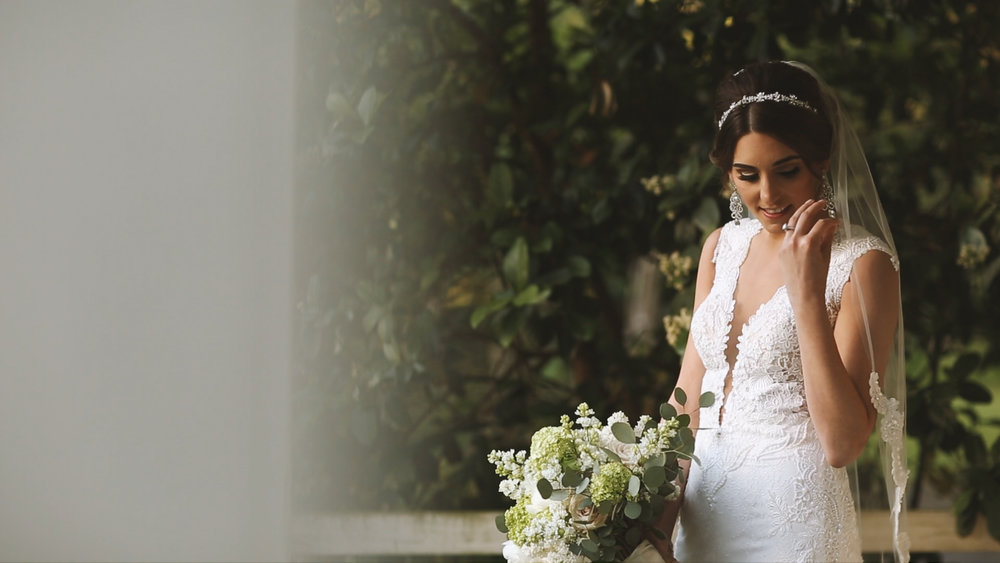 Destination Wedding Videography_Bride Film_Houmas House Plantation_bride