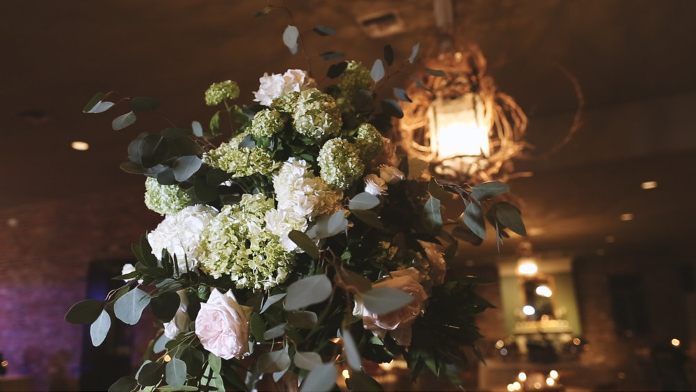 Destination Wedding Videography_Bride Film_Houmas House Plantation_reception flower center pieces