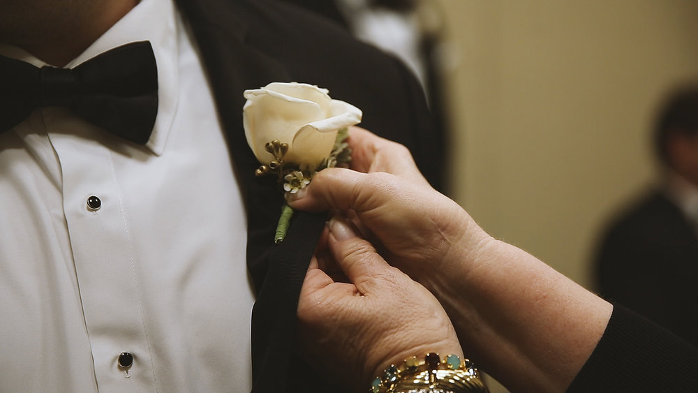 BrideFilm_Baton Rouge Wedding Videography_groom prep boutineers