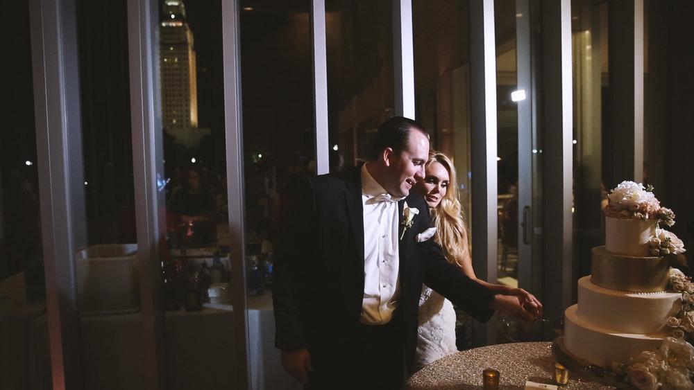 BrideFilm_Baton Rouge Wedding Videography_wedding cake cutting