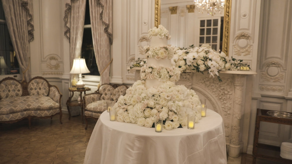 New Orleans Wedding Video_Elms Mansion_Paige and Travis_floral wedding cake