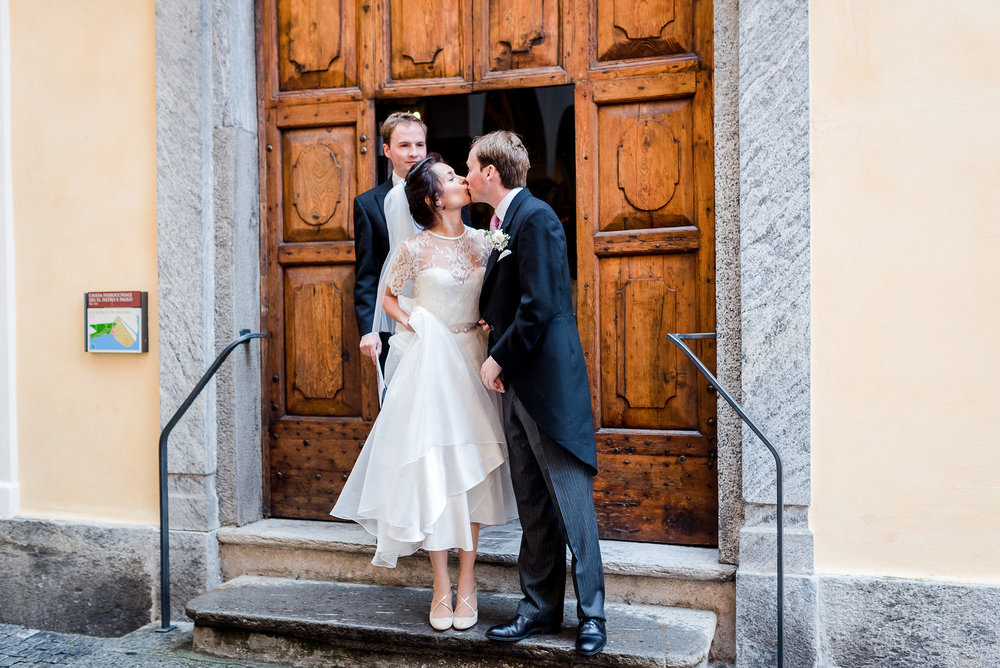Beautiful bride Antoinette wore a wedding dress by Halfpenny London1