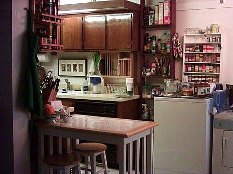 kitchenbreakfasttable.jpg