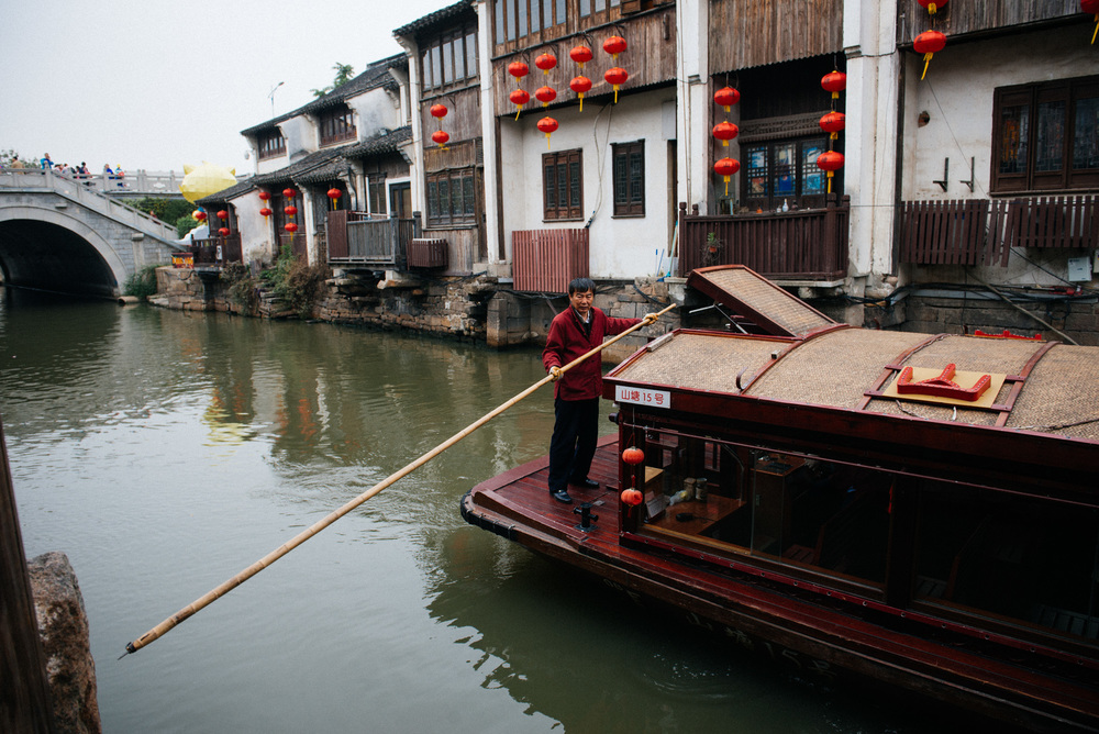 Remarkably similar to Venice, a Chinese version of the gondolier steers a boat full of tourists on Shantang Street. I have been told that some even sing, although I didn't witness this myself.