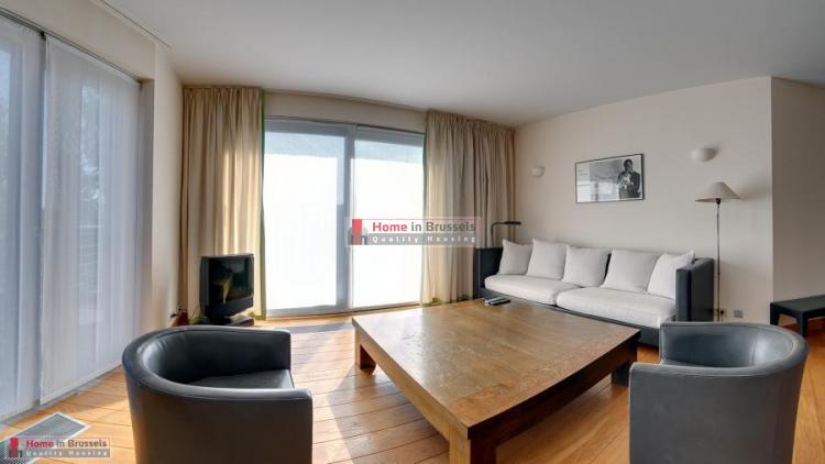 greencourt-apt3c-livingroom1a-hd.jpg