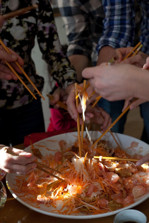 Prosperity Toss Salad, YúShēng (魚生).