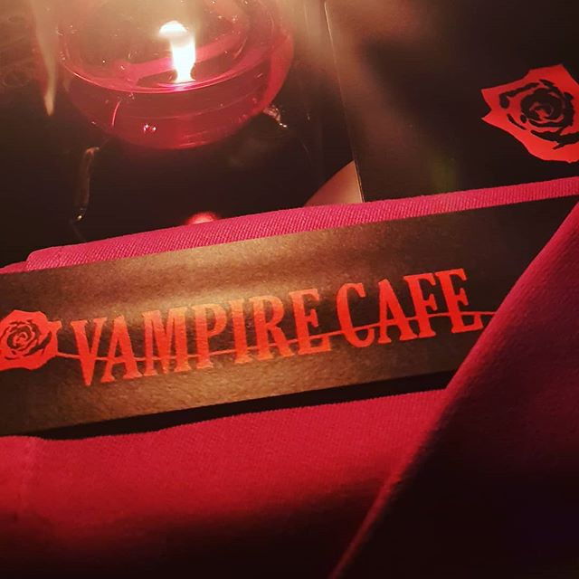 Tokyo vampire cafe, where the attitude is a strong as the red velvet decor #stupidemos