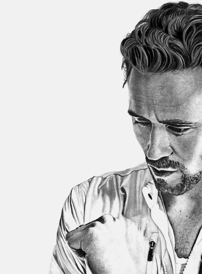 tom_hiddleston_by_paul_shanghai-d81nz0h.jpg