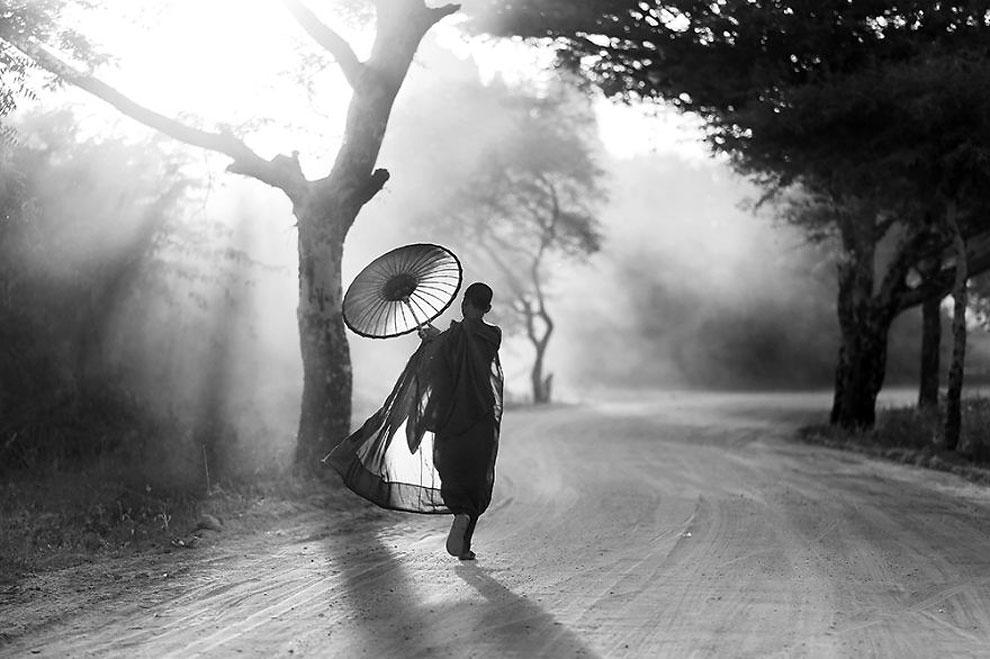 """Путь домой ©Chee Keong Lim, Малайзия (1 место в категории """"Журналистика и стрит-фотография"""", первая половина конкурса)"""