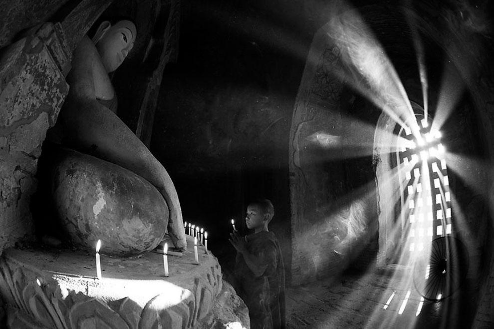 "Молитва ©Chee Keong Lim, Малайзия (1 место в категории ""Лайфстайл"", первая половина конкурса)"