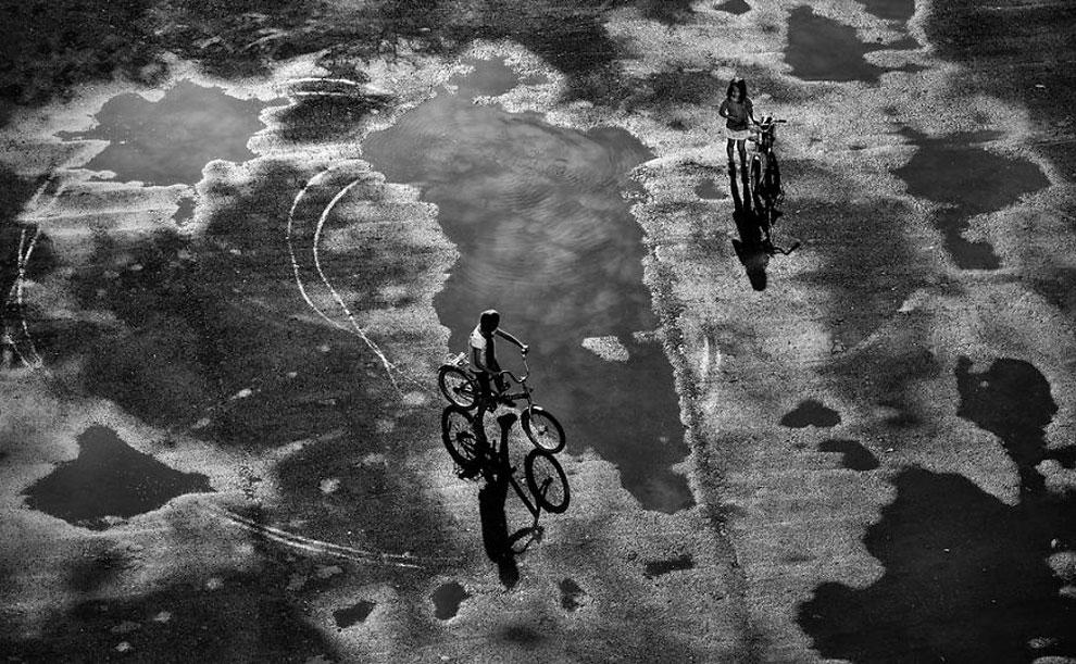 """Путешествие по луже ©Сергей Коляскин, Россия (2 местов категории """"Журналистика и стрит-фотография"""", первая половина конкурса)"""