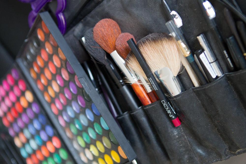 Инструмент и расходники для макияжа © Макс Субботин