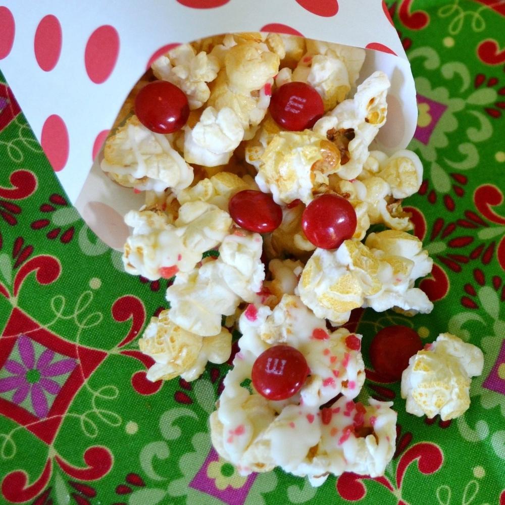 White Christmas Popcorn Crunch Recipe