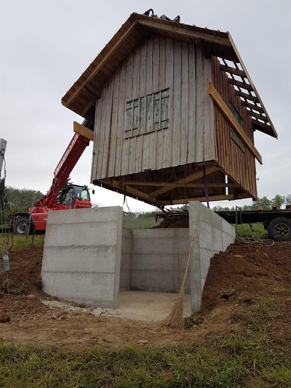 ...und wird nach Fertigstellung des Fundaments wieder hingesetzt, fehlt nur noch der neue Boden und ein neuer Anstrich!