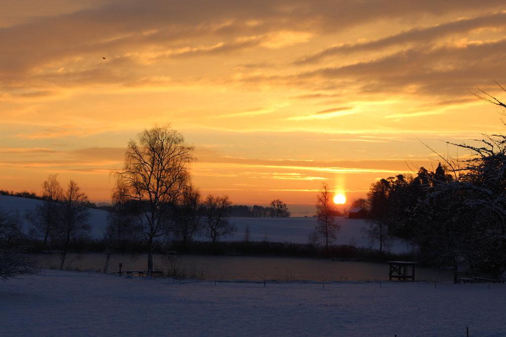 Wunderschöne Winter-Morgenstimmung am See