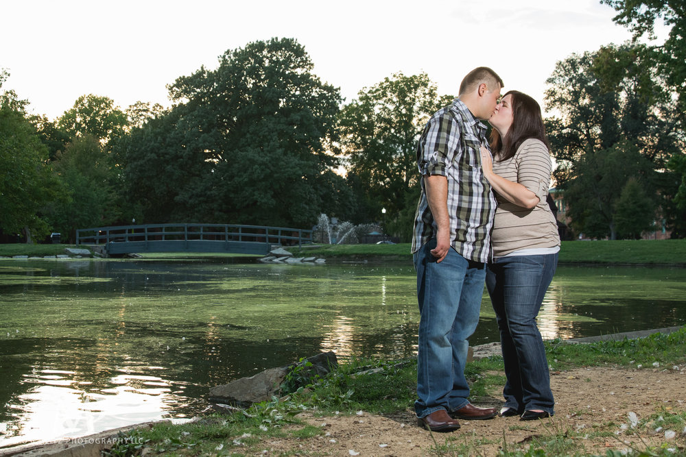 schiller-park-german-village-columbus-ohio-engagement-portrait-session-muschlitz-photography-019.JPG