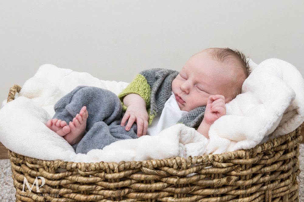 Columbus-Ohio-Newborn-Portrait-Session-Home-090.JPG