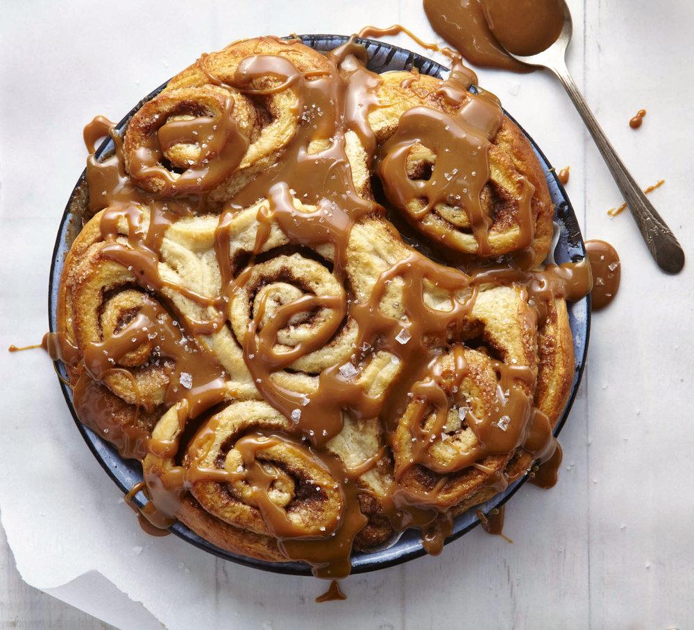 caramel cinnamon rolls.jpg