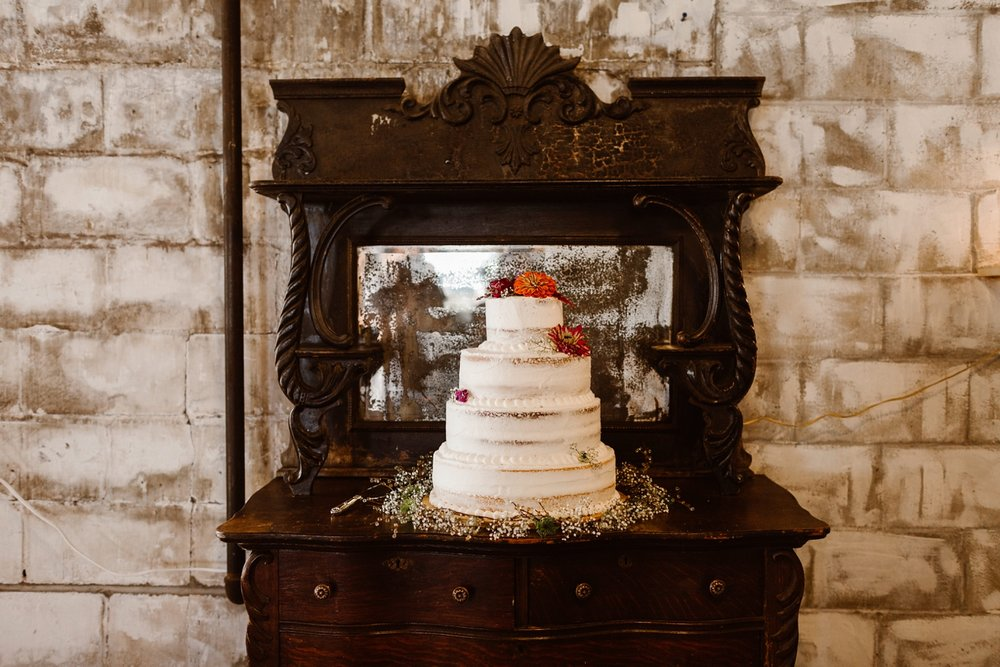 northern michigan naked wedding cake