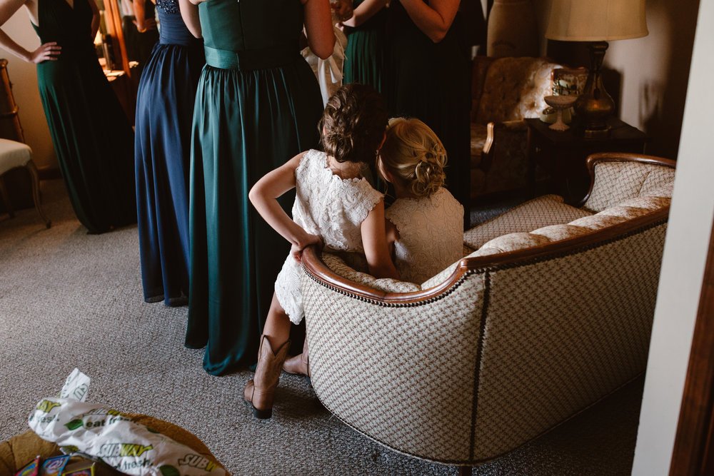 candid wedding photographer moment with flower girls