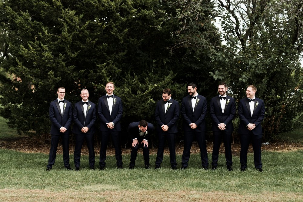 natural groomsman photos