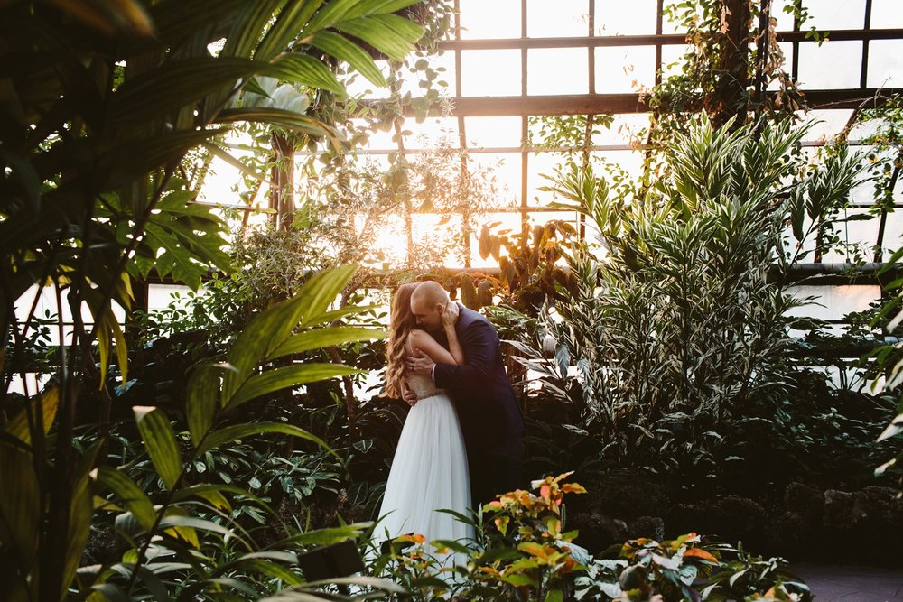 romantic elopement in belle isle botanical gardens in detroit michigan