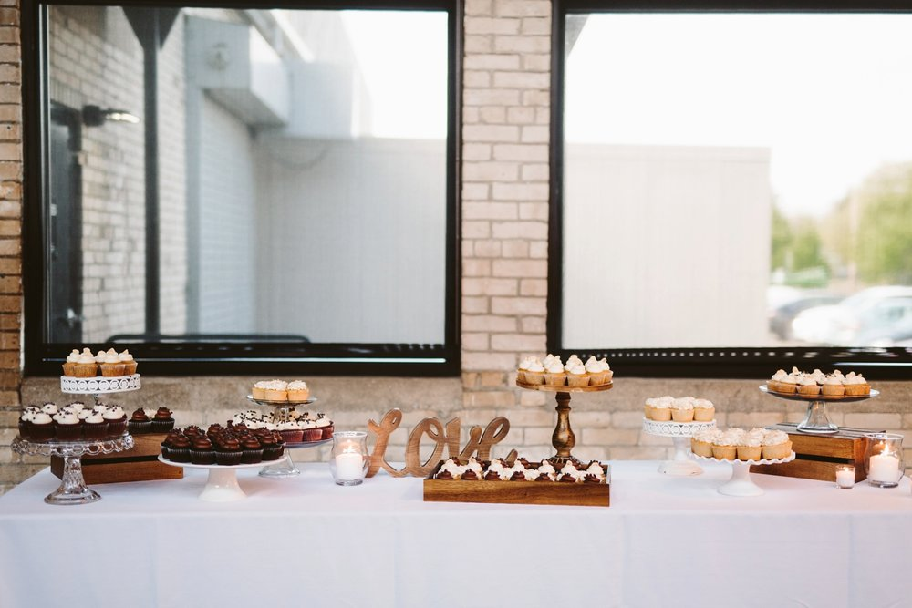 michigan wedding cupcake table