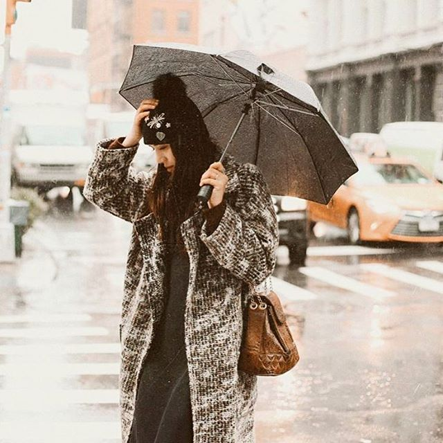 Miss Dylana running around the wet city in our Bangsy coat! @dylanasuarez 🌧☂️💦