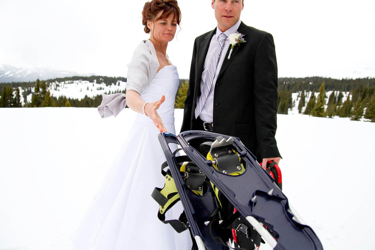 snowshoe, Shrine Mountain Wedding, Vail, Colorado Photographer,InternationalPhotographer, Desiree Mostad, bryllup fotograf, Rivetsand Roses,Scandinavian Wedding, Snowy Spring
