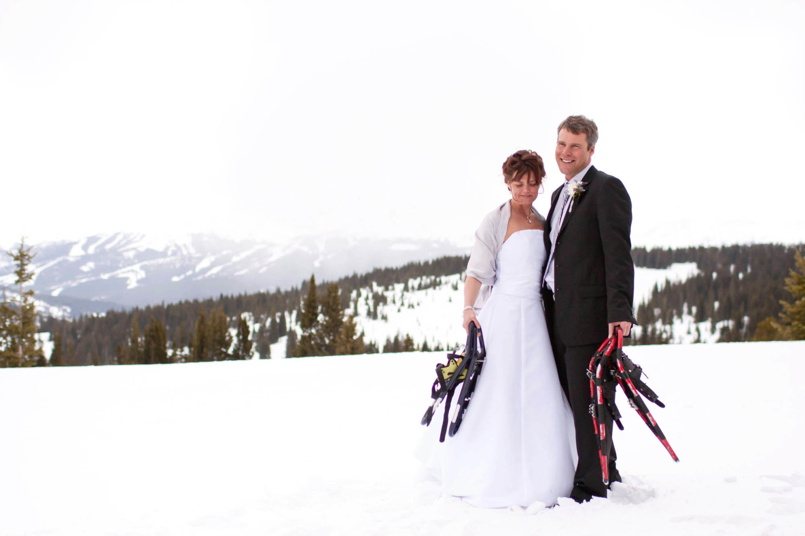 snowshoe wedding,  Shrine Mountain Wedding, Vail, Colorado Photographer,InternationalPhotographer, Desiree Mostad, bryllup fotograf, Rivetsand Roses,Scandinavian Wedding, Snowy Spring