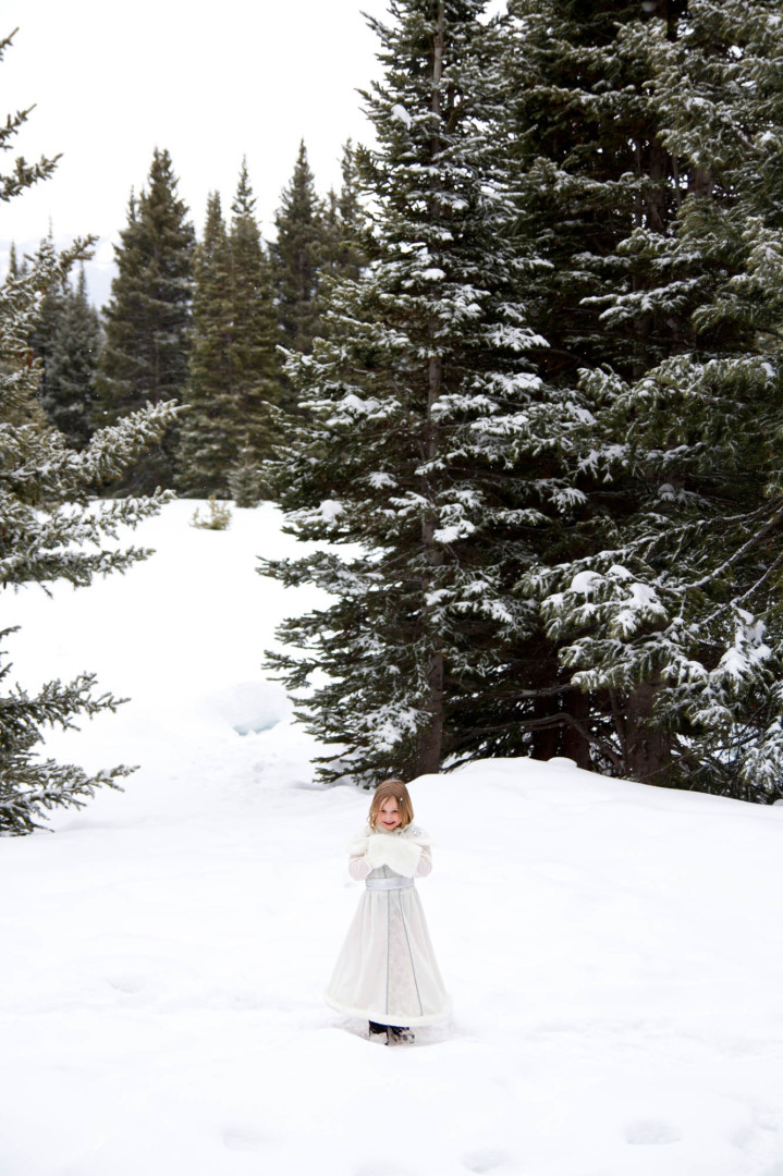 Narnia Wedding, Flower girl, Shrine Mountain Wedding, Vail, Colorado Photographer,InternationalPhotographer, Desiree Mostad, bryllup fotograf, Rivetsand Roses,Scandinavian Wedding, Snowy Spring