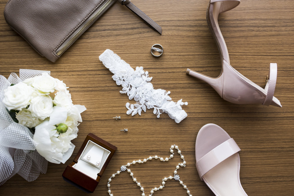 Wedding Photo Bridal Detail Shot | Photography by Melissa Hesse | Rivets & Roses